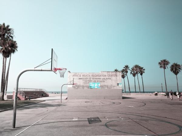 Must Hoop : The Venice Beach Basketball Courts