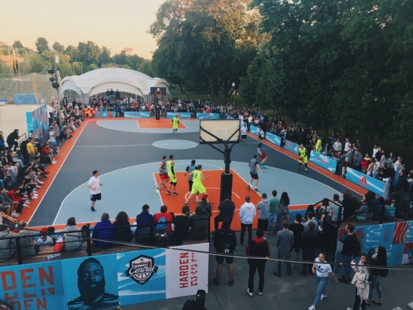 Must Hoop : Rizhka in Moscow, Russia