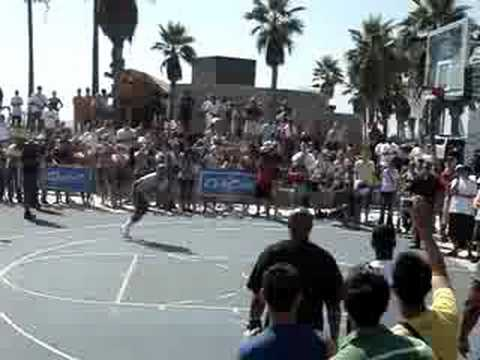 Neat alley oop by Lebron James
