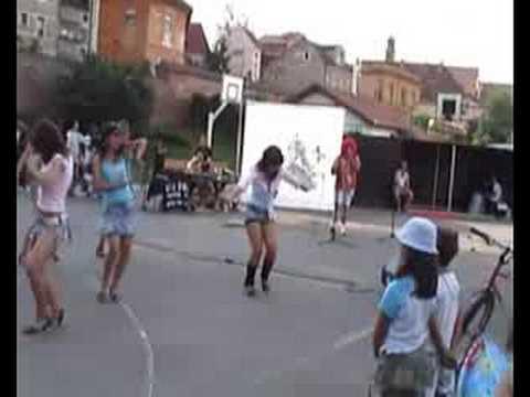 Tineret in Parcul Tineretului Sibiu
