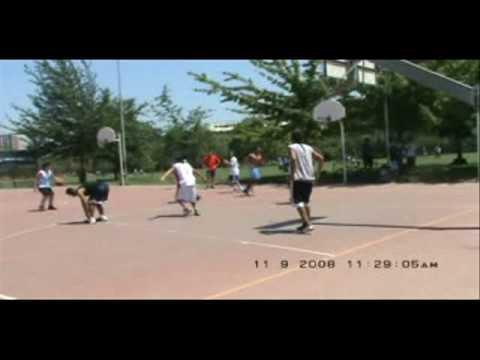 Basketball in Parque Araucano, Santiago de Chile.