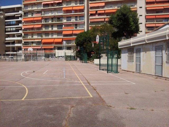 Back courts with restricted access - from East side