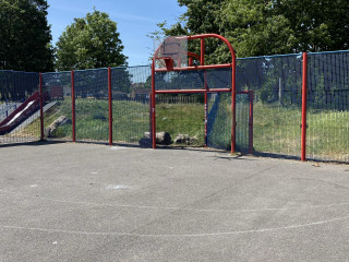 Profile of the basketball court Hoblingwell Wood Rec Ground, Orpington, United Kingdom
