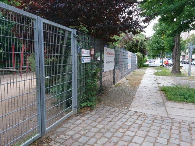 Locked access to the best court - from Ebersstraße