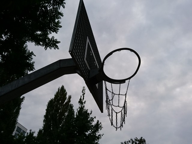 Basket in the street - North side