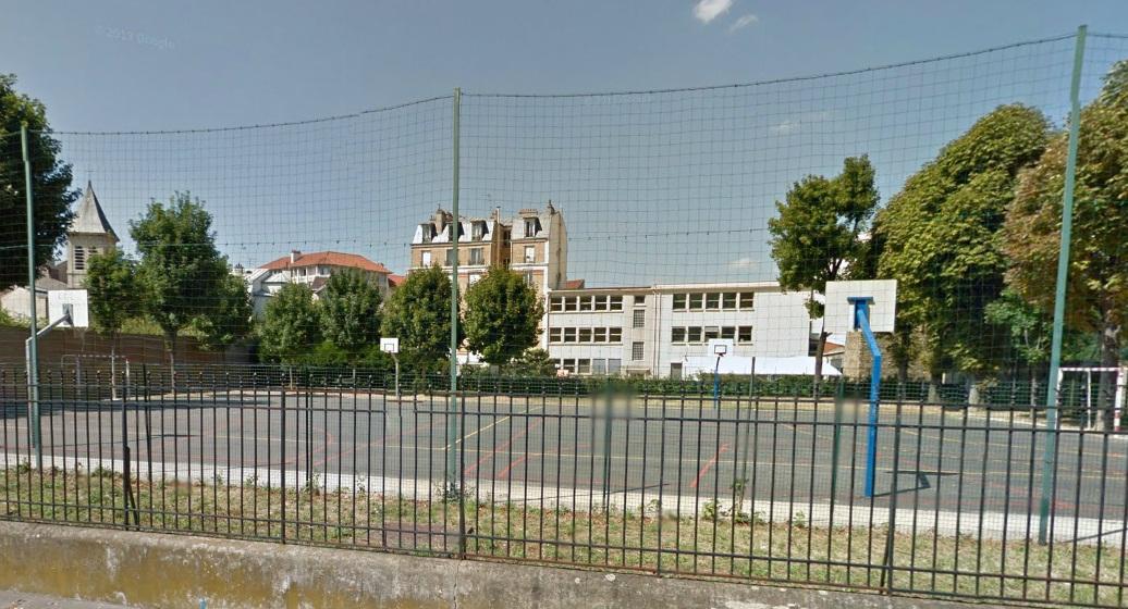 Asni res sur seine basketball court terrain du chateau for Asnieres sur seine piscine