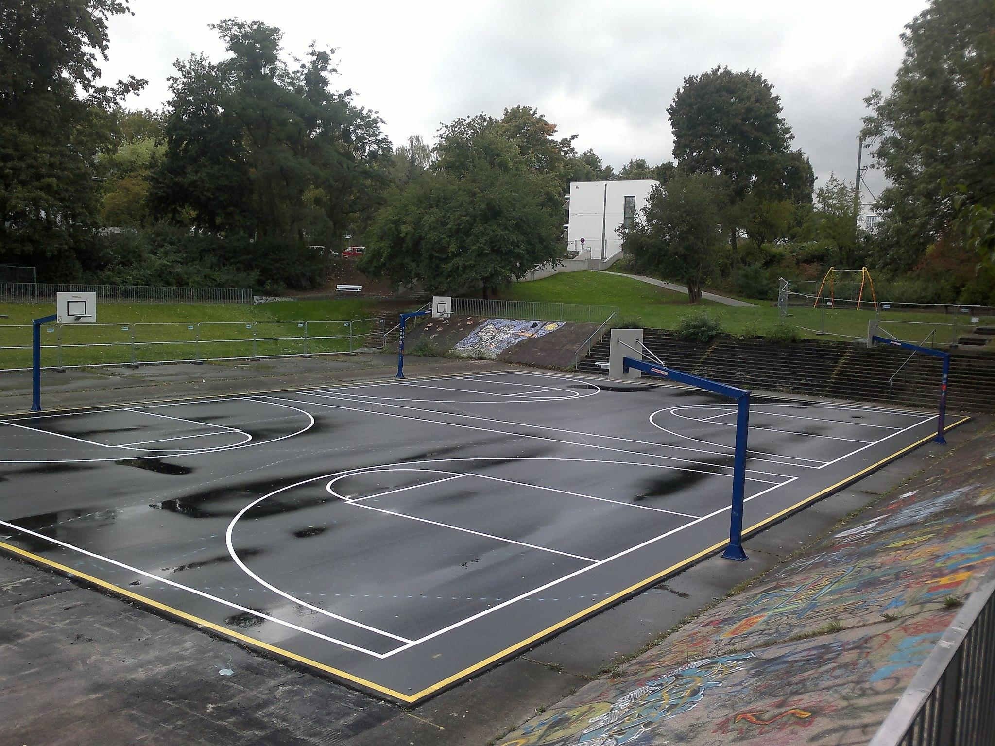 Kassel basketball court goetheanlage courts of the world for Cheapest way to make a basketball court