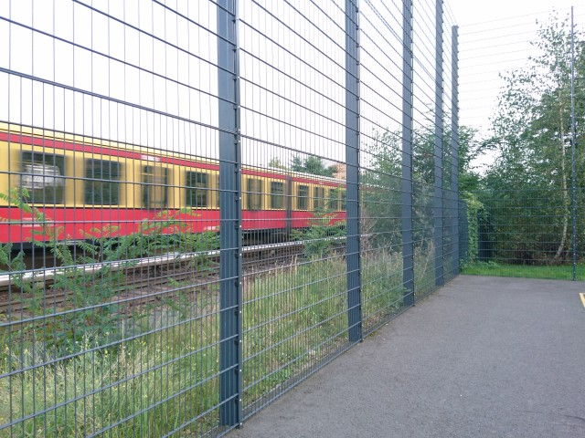 Next to the rails - S-Bahn S2/S25