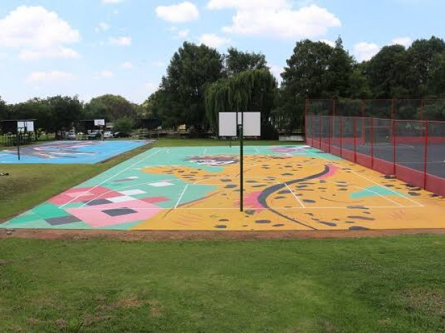 Zoo lake courts