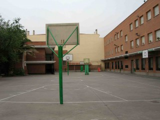 Profile of the basketball court Patio Colegio Filipense, Madrid, Spain