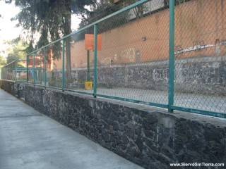 A small basketball court in Mexico City.