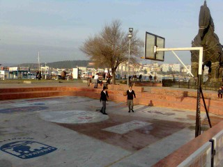 A small basketball court in Çanakkale, Turkey.