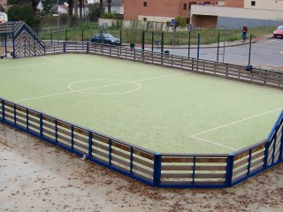 A small basketball court in Mataró.