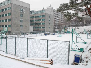 The basketball court at Yonsei University during winter.